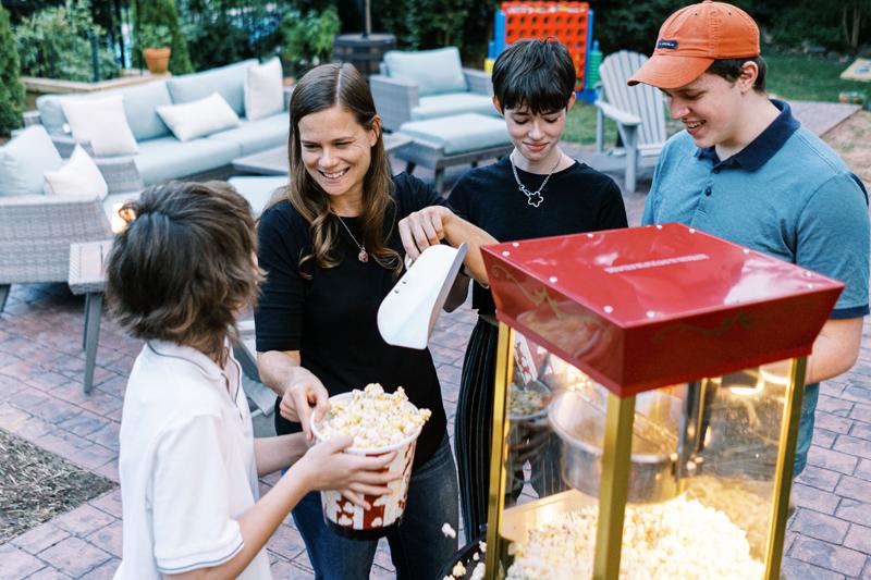Family-popcorn-machine-2